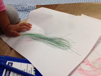 「おや、オバケ描いたの?」「ううん、ラプンツェルだよ」