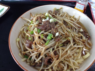 【これが沖縄そば?】 食堂ひまわり(@国頭村)「牛肉そば」の濃いぃ味にやられました